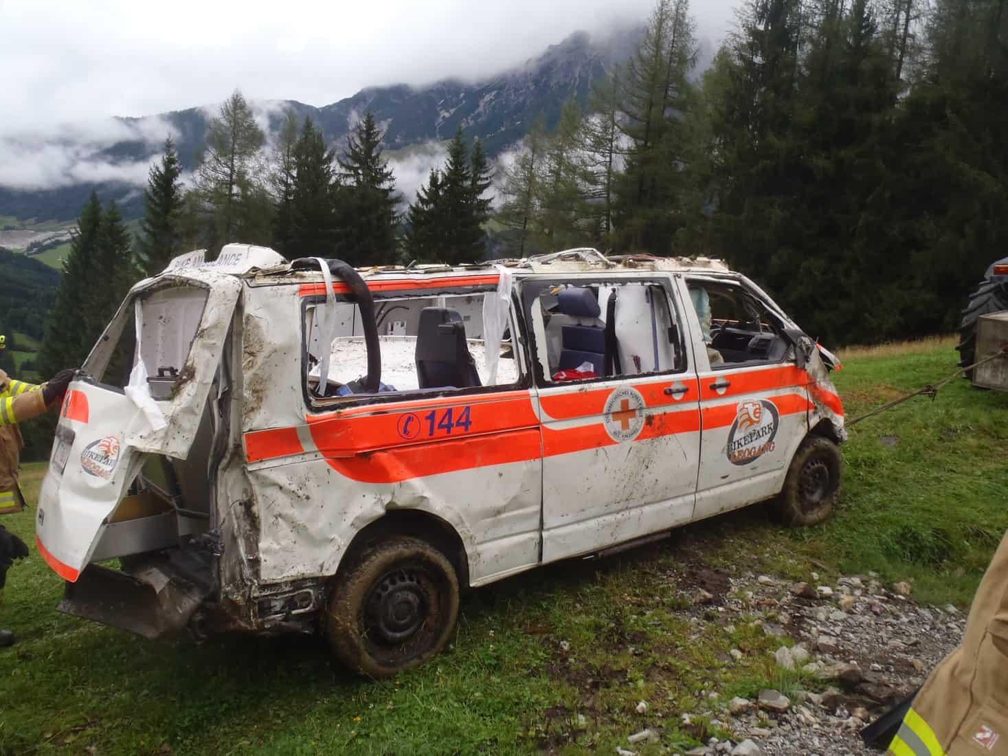 Rettungswagen abgestürzt 8